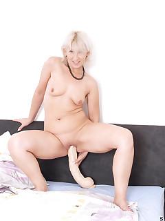 soccer mom with dildo pics