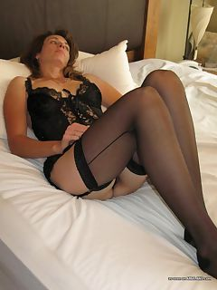 milf in bedroom pics