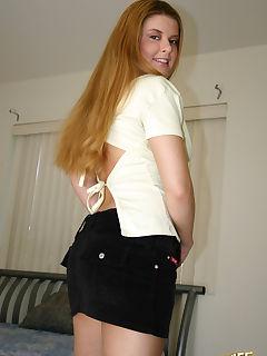 brunette milf pics