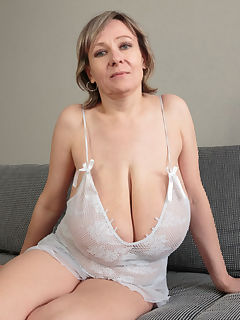 soccer mom tits pics