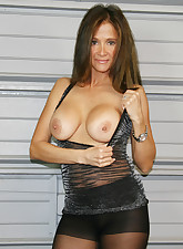 Hot Wife Rio pic 5