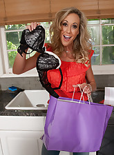 Housewife 1 on 1 pic 3