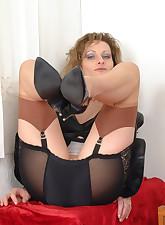 Panty Moms pic 3