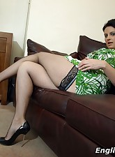 English MILF pic 6