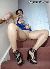 English MILF pic 10