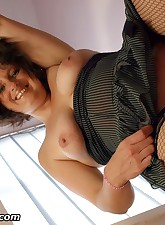 English MILF pic 14