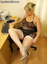 English MILF pic 3