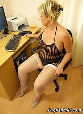 English MILF pic 4