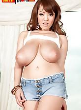 Big Tit Hitomi pic 15